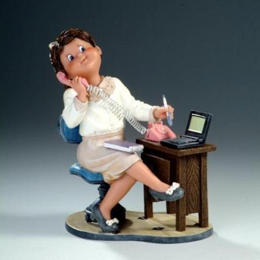 figura-jugando-a-ser-secretaria-nadal-studio-pequeños-tesoros-serie limitada-746748-lomejorsg.jpg