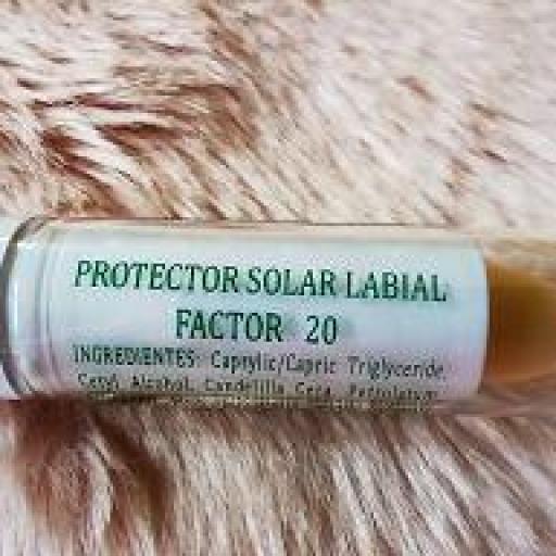 PROTECTOR LABIAL SOLAR [1]