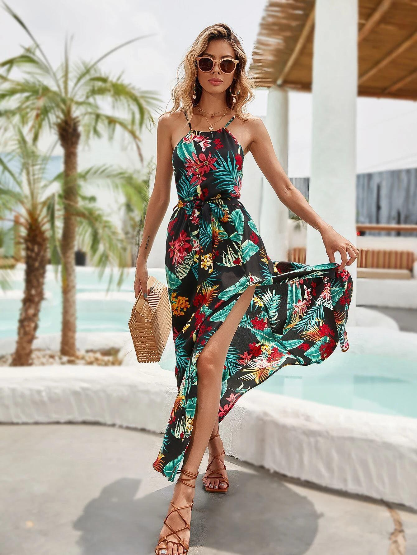 Vestido halter con cinturón de muslo con abertura con estampado tropical
