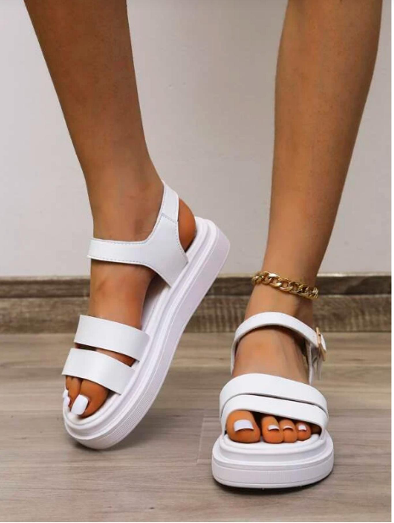 Sandalias de plataforma plana minimalista con diseño de hebilla