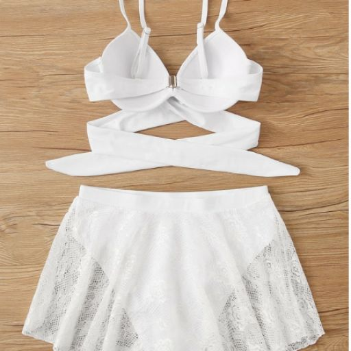 Conjunto de bikini skorts con encaje con top cruzado [1]
