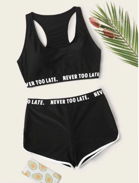 Set de bikini top con cinta con letra con shorts
