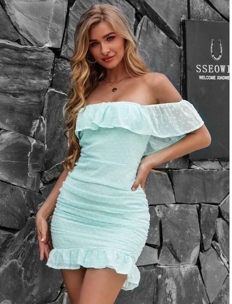 Yilibasha vestido de lunares con fruncido de hombros descubiertos con volante