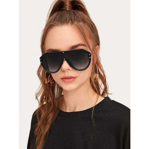 Gafas de sol arriba plana con diseño de remache