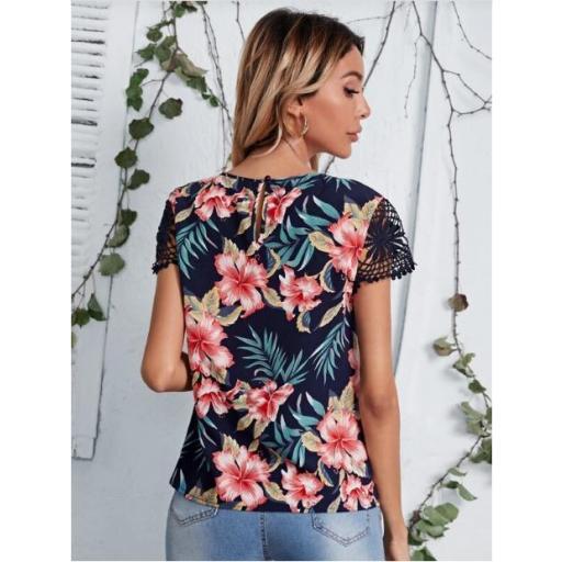 Top floral de manga con encaje guipure de cuello con ojal [1]