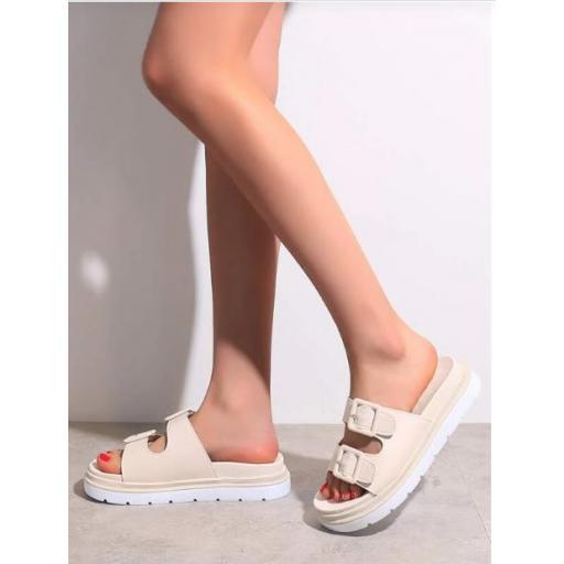 Sandalias con diseño de hebilla