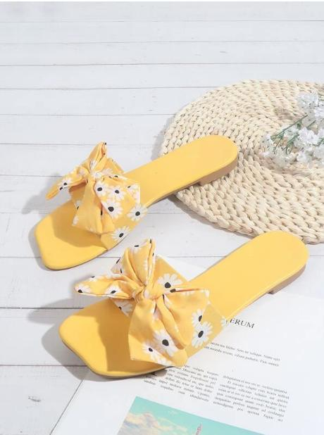 Sandalias con estampado floral con diseño de lazo