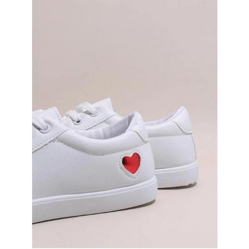 Zapatillas de skate de color metálico con adorno de corazón [3]