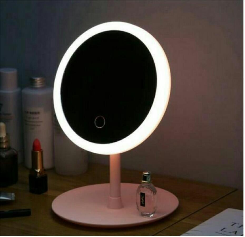 Espejo maquillaje con luz recargable por USB.