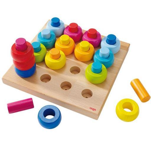 Juego para ensartar. Roscas de colores
