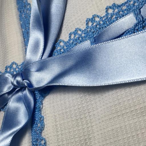 Saco lencero con puntilla para cochecito en celeste [1]