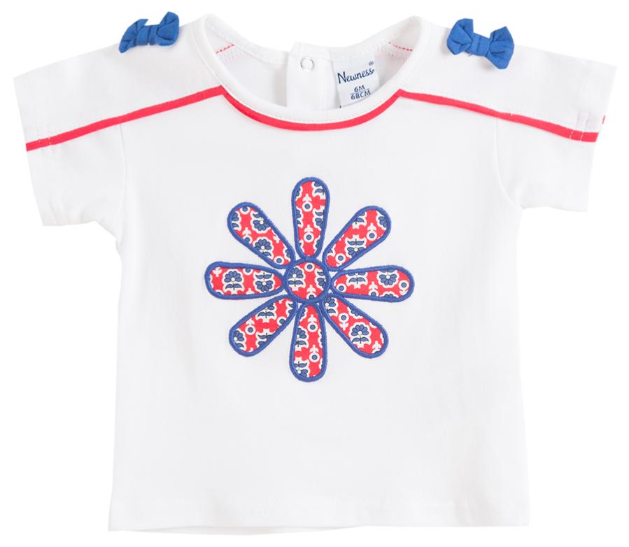 Camiseta de niña con flor bordada