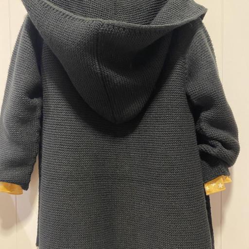 Chaqueta negra capucha [1]