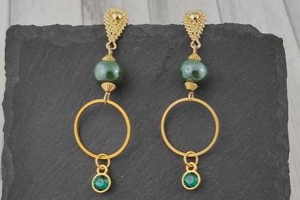 Pendientes Dorados con Abalorios en Verde