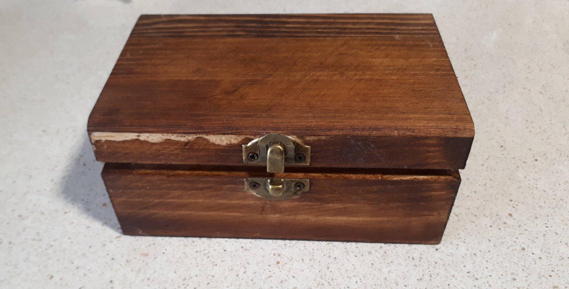 Caja Teñida