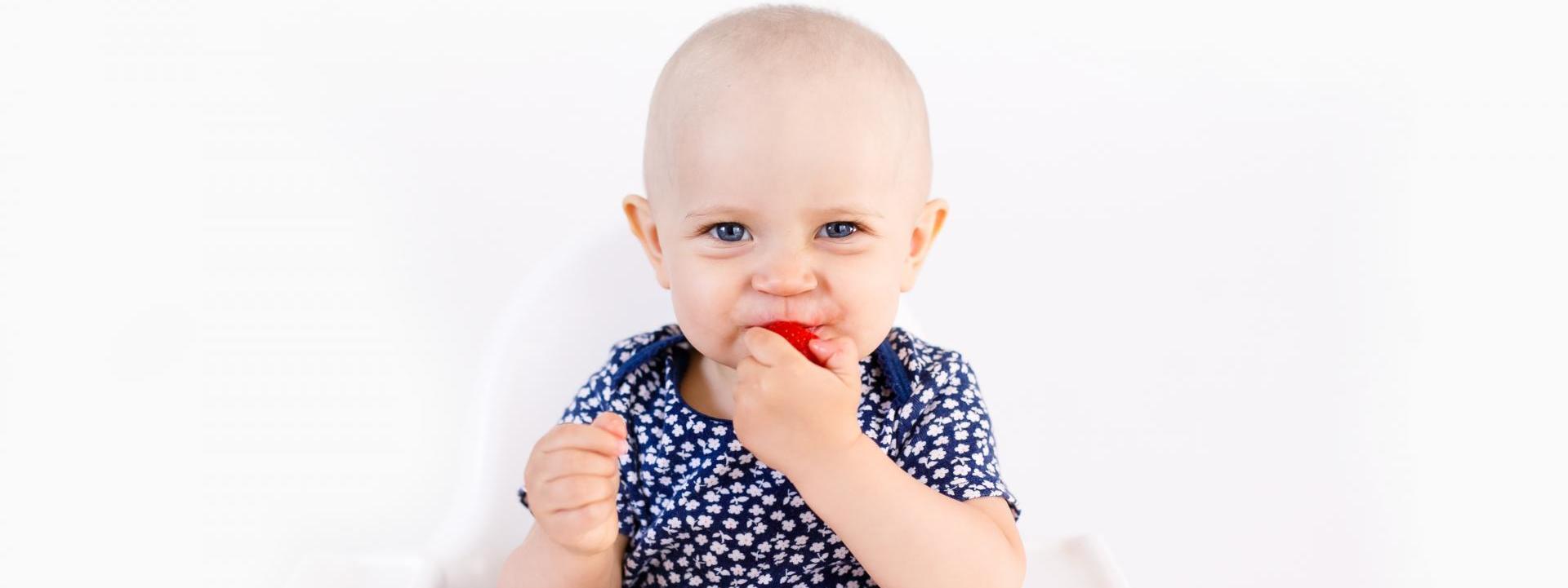 Cuando debo darle alimentos sólidos a mi bebé?