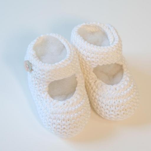 Chaussons bébé à bride boutonnée [1]