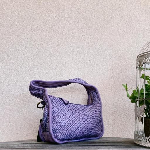Bolso mini trenzado lila