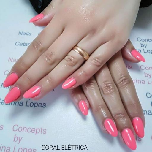 Esmalte Inocos *Coral eléctrica* [1]