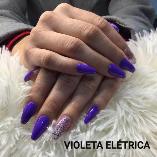 Esmalte Inocos *Violeta eléctrica* [1]