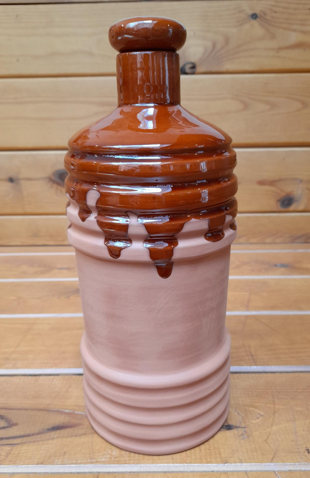 botella de agua de arcilla