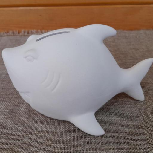 Pinta un tiburón hucha  de arcilla blanca [1]