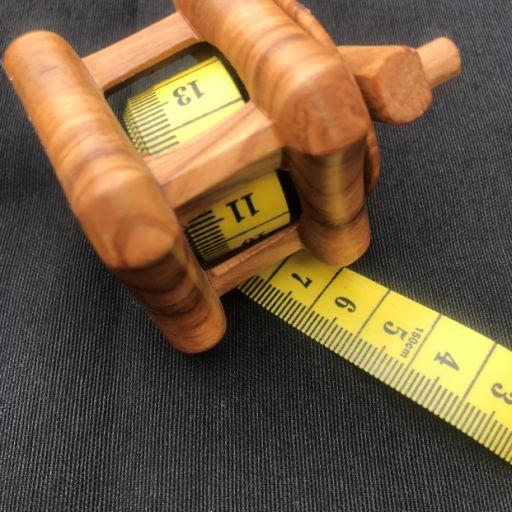 Cinta métrica con forma cuadrada