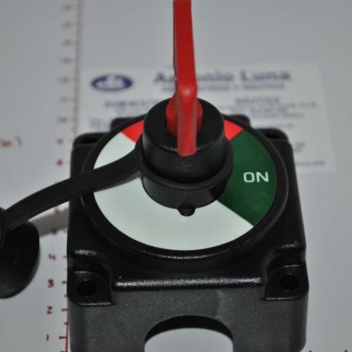 Desconectador(Interruptor) de batería 250A 12V AAA [1]