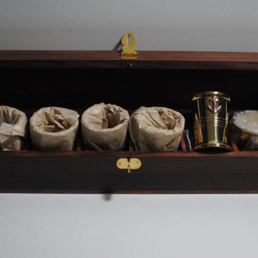 "Caja de madera con 6 vasos ""chupito"""