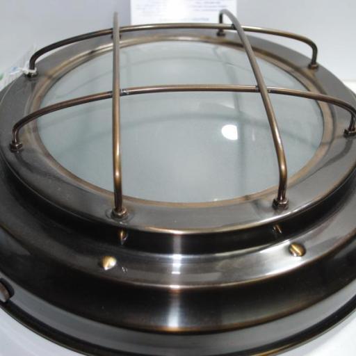Lámpara latón viejo redonda.