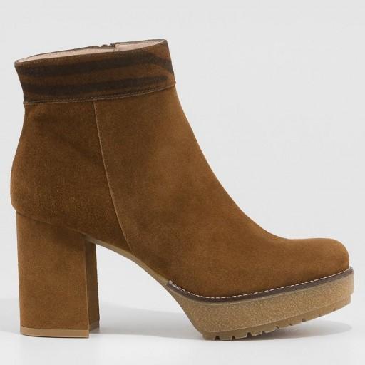 Gadea botín serraje marrón con plataforma
