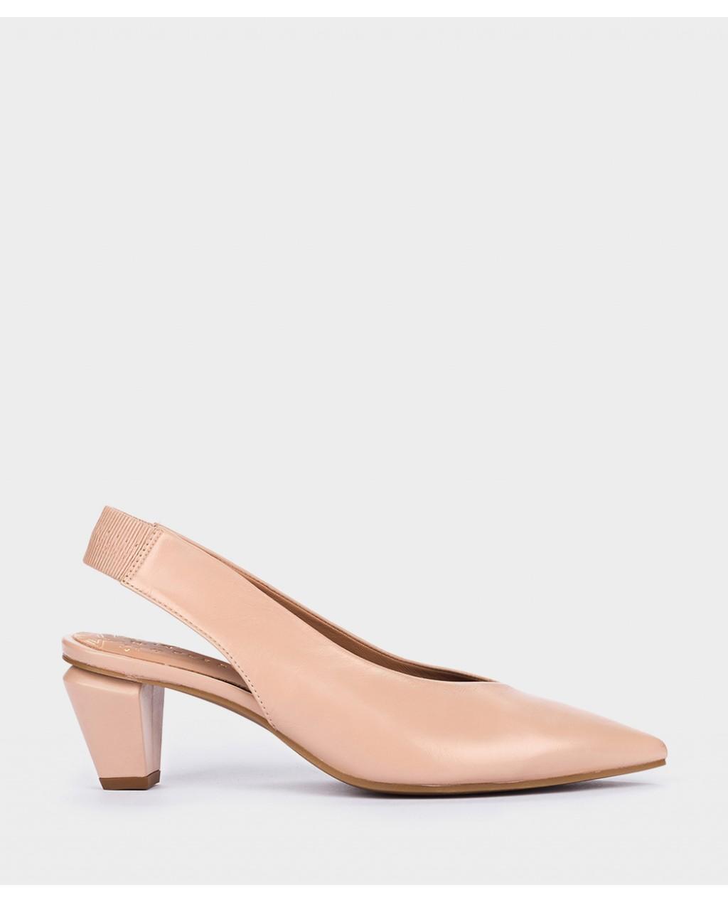 Zapato salón en piel nude de Pedro Miralles