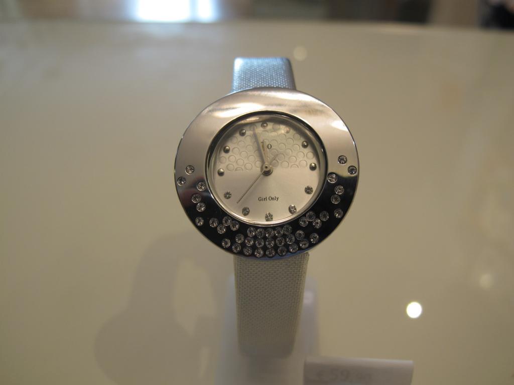 Reloj plateado GO