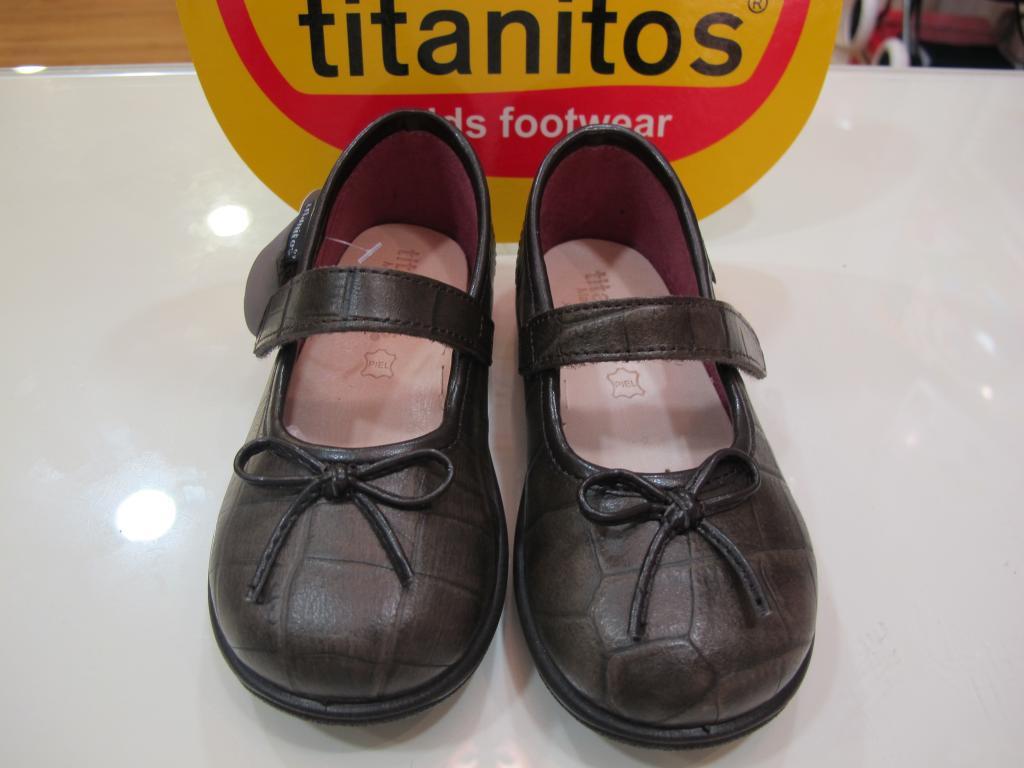 Zapatos niña color visón Titanitos