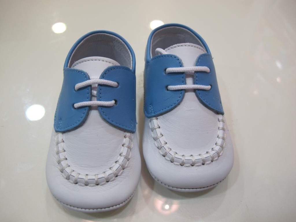 Zapato blanco y celeste Tinny shoes