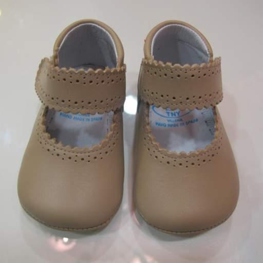Zapato niña beige Tinny shoes