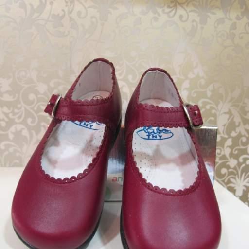 Zapato niña burdeos Tinny shoes