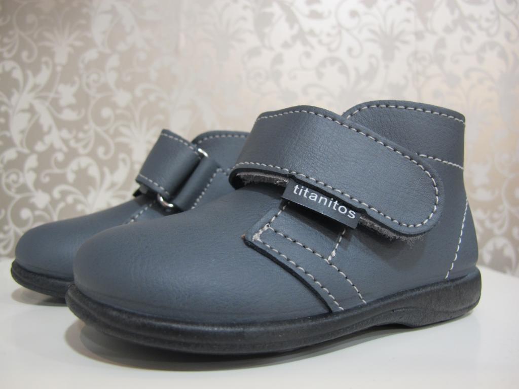 Botas de color gris Titanitos
