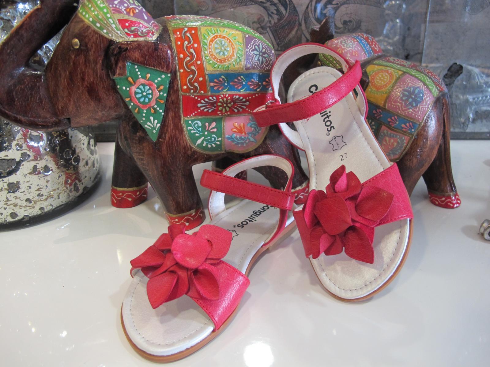 Sandalias rojas conguitos