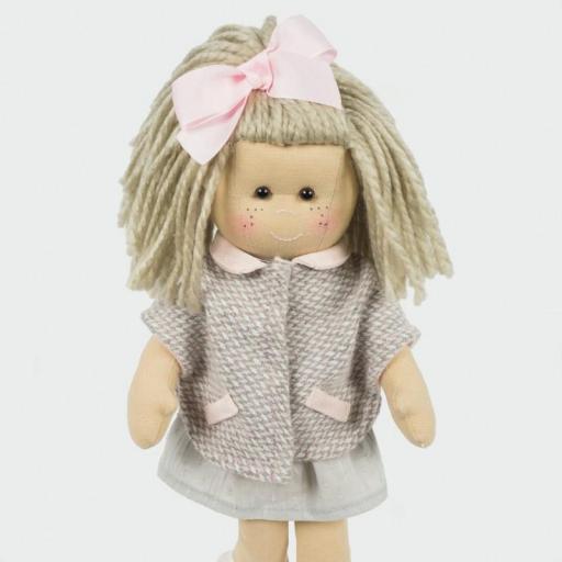 Muñeca Marta con abrigo