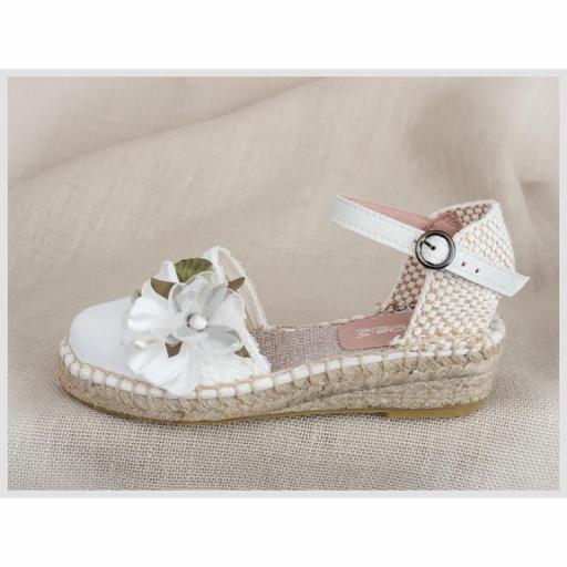 Zapato de Comunión ZOYSAN esparteña velour lisa blanco roto flor blanca [1]