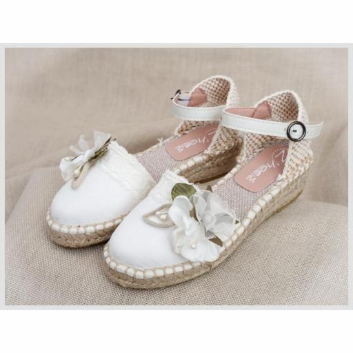 Zapato de Comunión ZOYSAN esparteña velour lisa blanco roto flor blanca