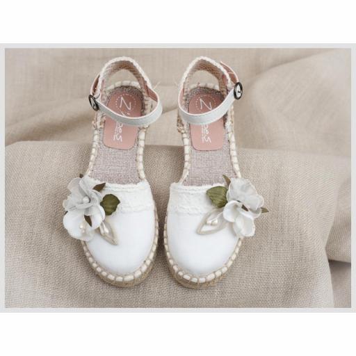 Zapato de Comunión ZOYSAN esparteña velour lisa blanco roto flor blanca [2]