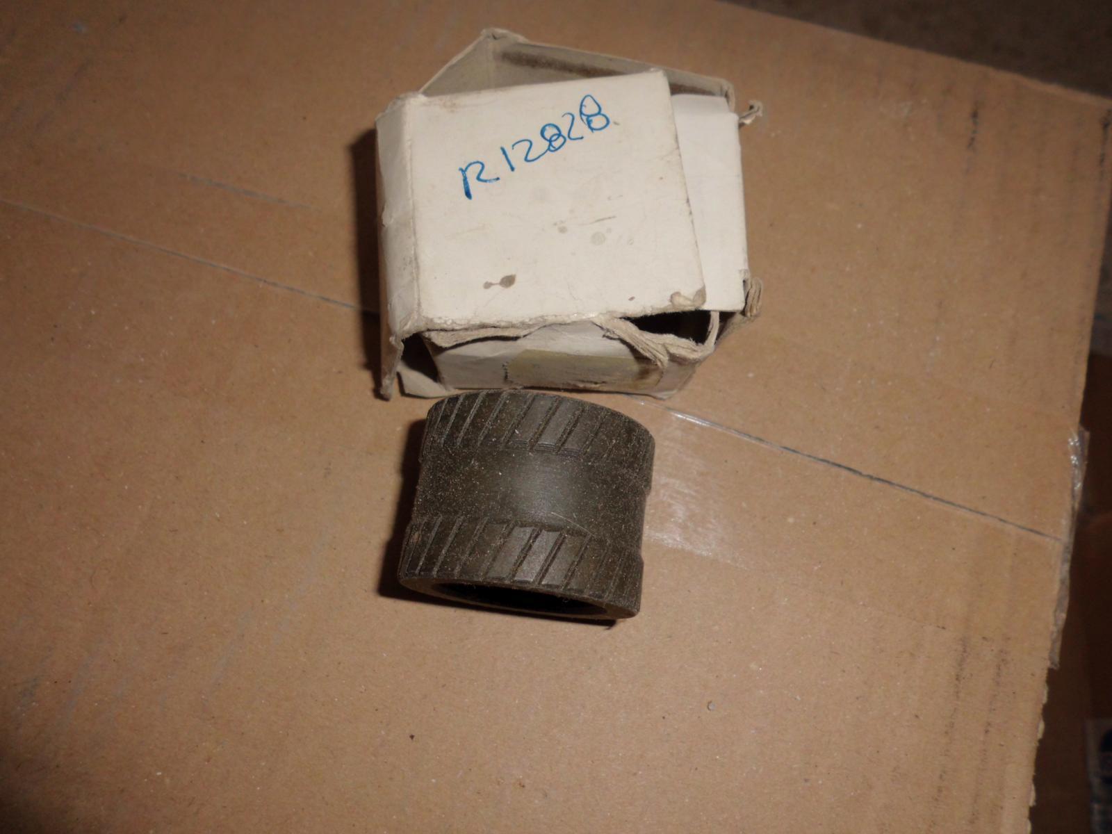 CASQUILLO 3 V SEAT 127 Y PANDA