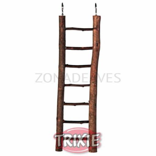 Escalera de madera natural
