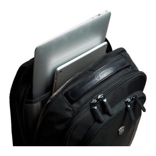 Mochila Victorinox Compact Laptop Backpack 602151 [2]