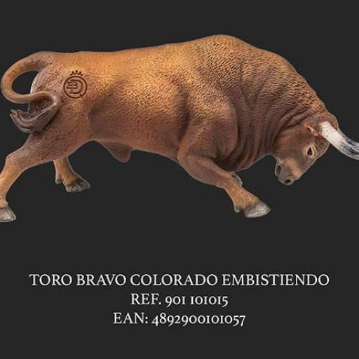 TORO BRAVO COLORADO EMBISTIENDO