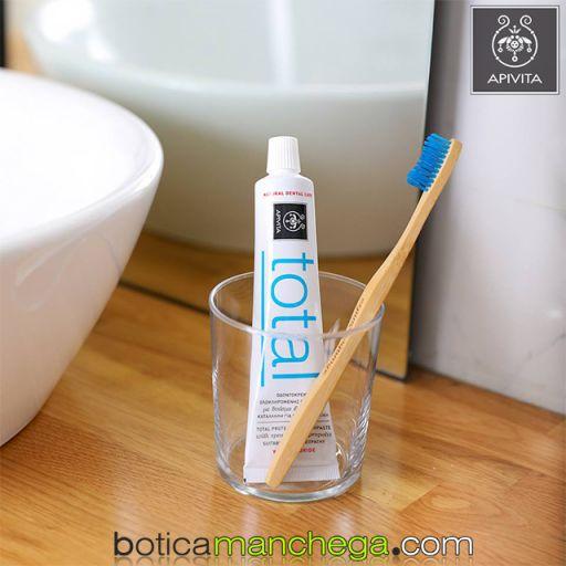 Dentífrico Natural Dental Care con Flúor Crema Dental Protección Total con Hierbabuena y Propóleo Apivita, 75 ml [1]