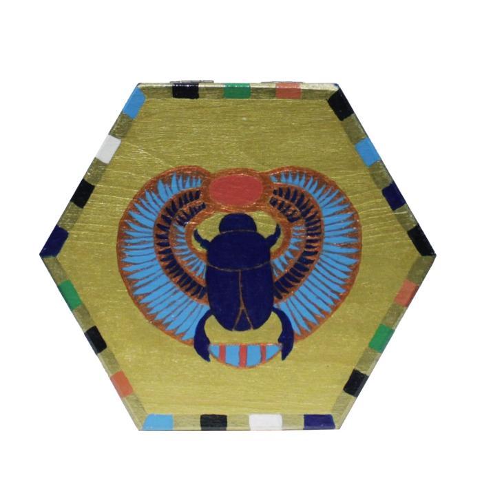 Caja de madera con escarabajo egipcio