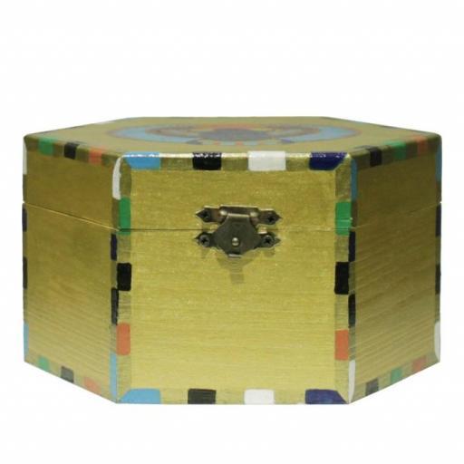 Caja de madera con escarabajo egipcio [1]